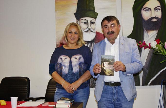 """Esma Arslan Son Kitabı """"Sana Düşlerimden Bahsedeceğim""""'i AKM'de Tanıttı"""