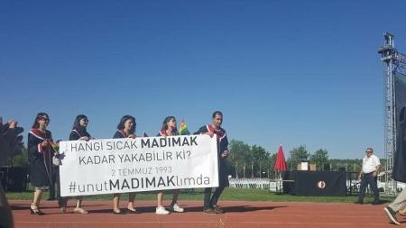 ODTÜ'lü Öğrenciler Mezuniyette Sivas Katliamı Unutmadı !